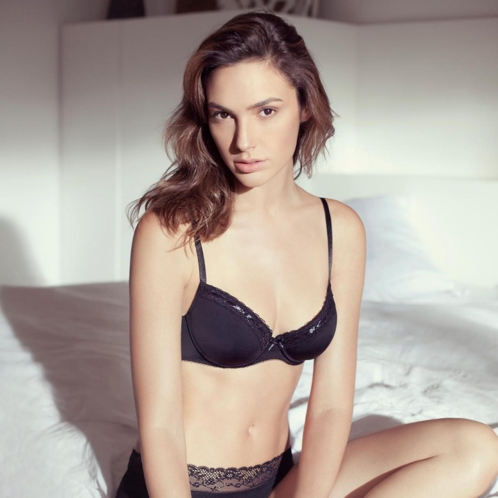 Gal Gadot wearing no clothes