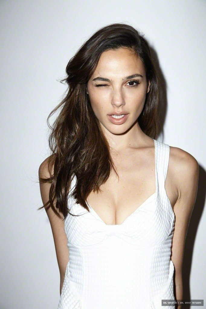 Gal Gadot undressed