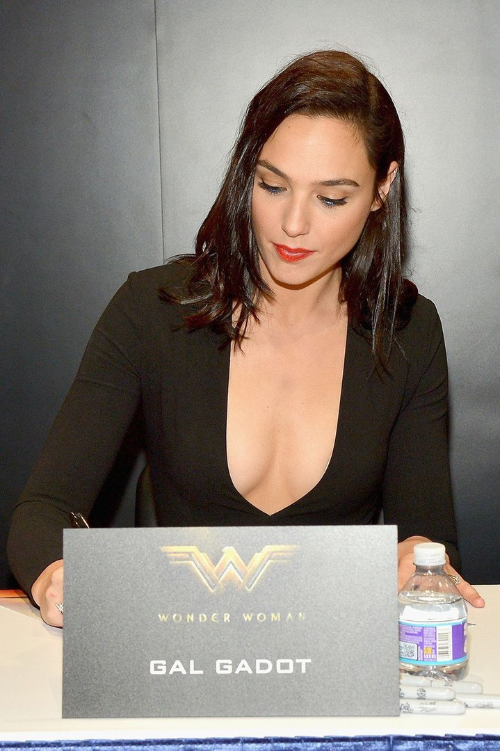 Gal Gadot boobs
